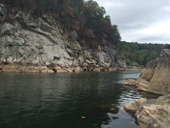 Billy Goat Trail: Bottom of the falls, a pretty calm day out