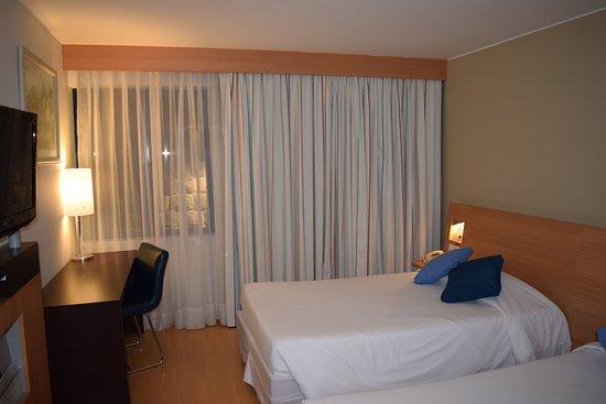 Novotel Cusco: 部屋から石垣が