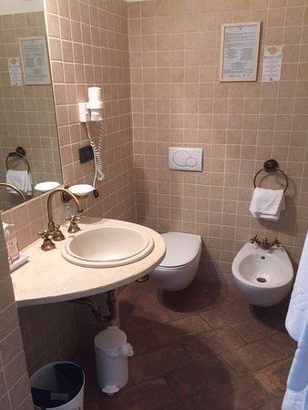 Fiano, Italia: belles et propres salles de bains