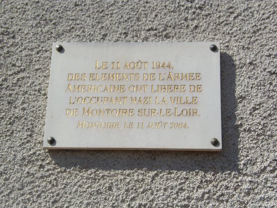 Thore-la-Rochette, Frankrike: Plaque on the wall of Montiore Station