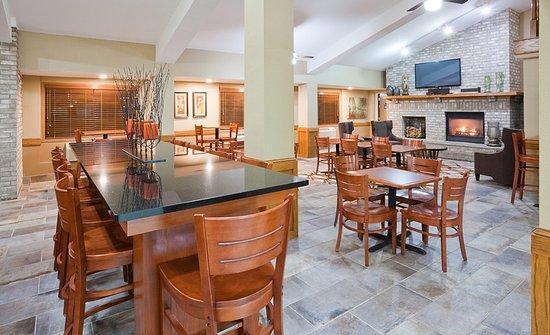 AmericInn Hotel & Suites Apple Valley: Lobby
