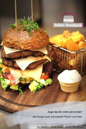 Oelde, Deutschland: Großer Hunger? Bestellt den Burger mit doppelt Fleisch