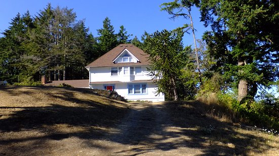 North Saanich, Kanada: View of house from Driveway