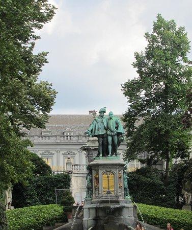 Statues in the park photo de jardin du petit sablon - Statue de jardin belgique ...