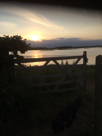 Iken Barns: The River Alde, just 2 minutes walk from our door