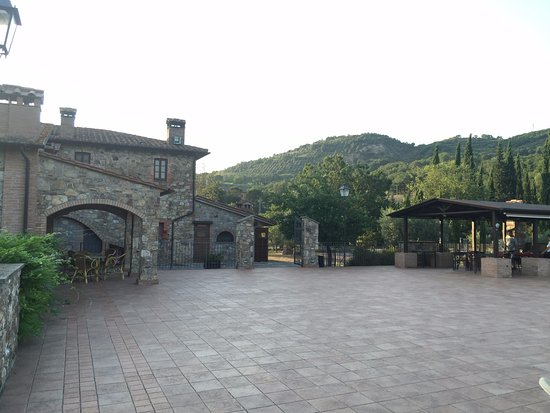 Agriturismo Il Colombaio: the outside deck