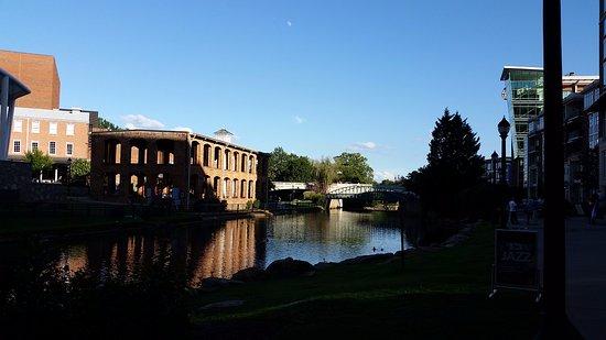 Hampton Inn & Suites Greenville - Downtown - Riverplace: Riverwalk