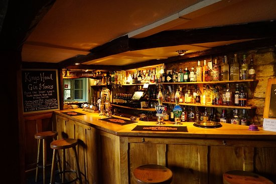 Bledington, UK: bar
