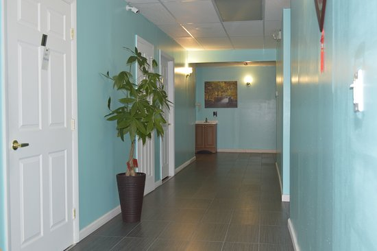 Brookfield, CT: hallway