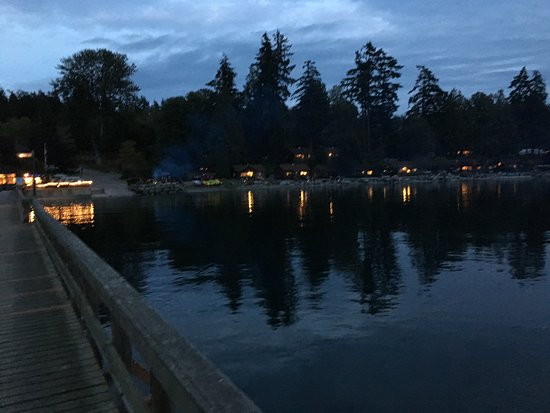 Eastsound, WA: Evening photo of the Resort taken from the dock. Visible is the nightly bonfire