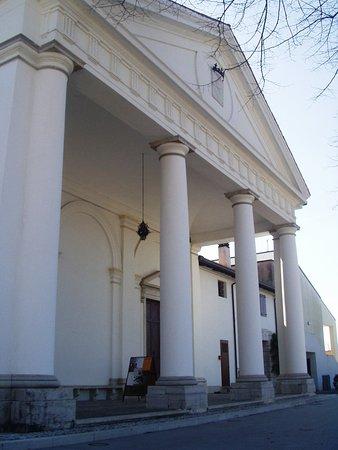 Chiesetta di Santa Lucia di Murlis e relativa barchessa