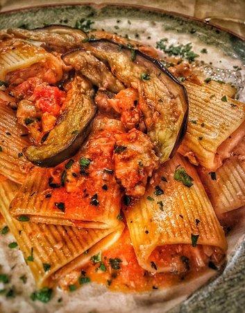 Canino, Italia: Paccheri con pesce spada, melanzane e pomodoro pachino