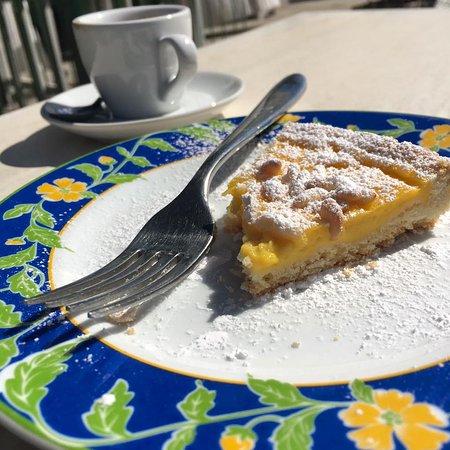 Canino, Italia: Torta crema e pinoli