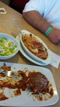 Fort Dodge, Αϊόβα: Great food!  Unlimited breadsticks!   Friendly staff!  Happiness achieved!