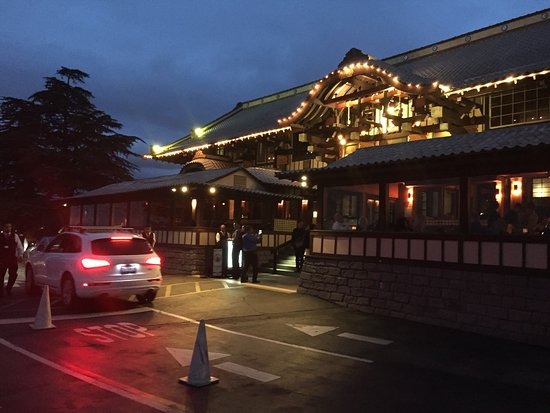 Yamashiro: The restaurant all lit up at night