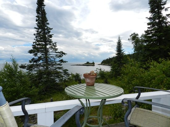 Sweetgrass Cove Guest House and Bodywork Studio: View from deck just outside of room