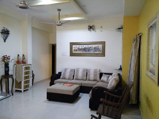 Bhuvi Serviced Apartments: Living Room Velachery