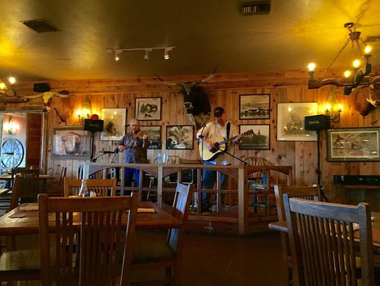 Sonoita, AZ: Live cowboy music Friday to Sunday starting at 4 pm