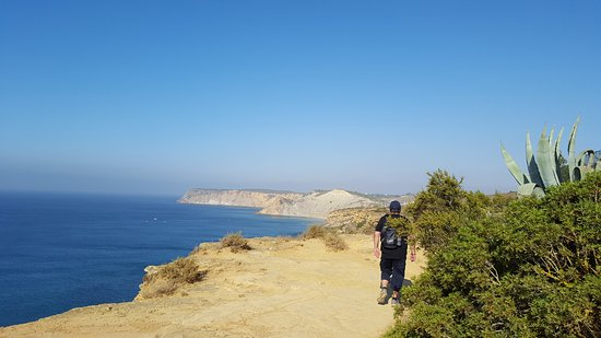 Porto Dona Maria Resort: Ruta hacia la playa de Burgau