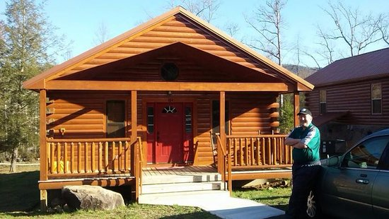 White Oak Lodge & Resort: here is a photo of our cabin. it is great! with a screened in porch