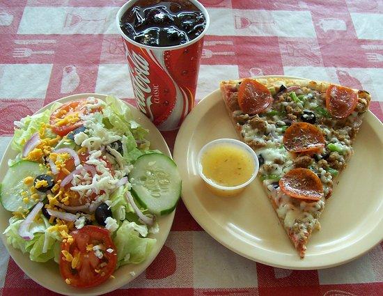 Massino's Pizzeria : Slice combo meal