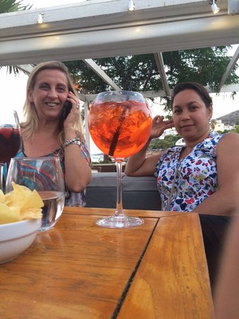 Varkiza, Greece: THE SPRITZ IS JUST PERFECT AND WELL SERVED
