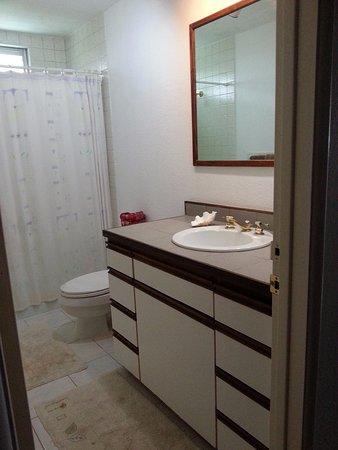 Pahoa, HI: bathroom