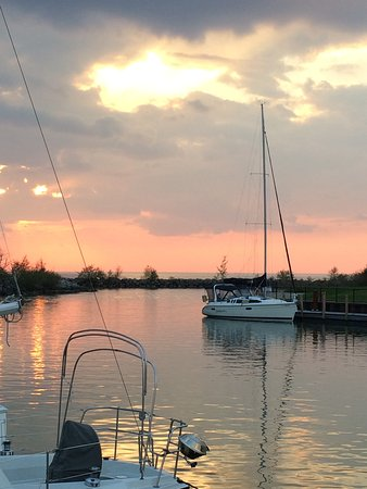 Sunset On Lake Erie From The Marina Picture Of Best Coast