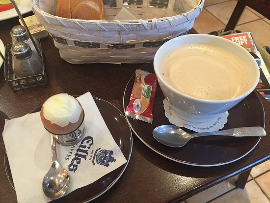 Geesthacht, Germany: Delicious breakfast. I believe the owner was serving us and she was gracious, kind, and very hos