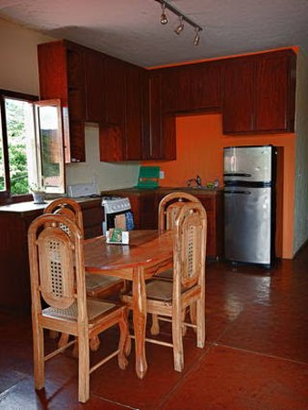 La Terraza Guest House: Third floor kitchen, completely stocked with everything you need to cook your own meals.