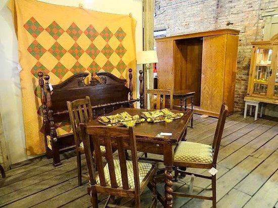 Railside Antiques: inside