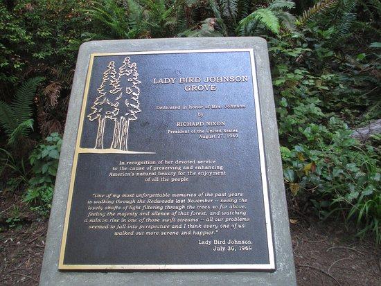 Orick, Californie : Dedication plaque for The Lady Bird Johnson Grove.