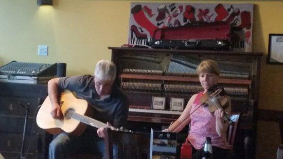 Mabou, Canada : playing music