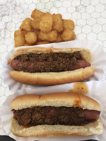 Ellijay, Τζόρτζια: Chili Dogs & Tots