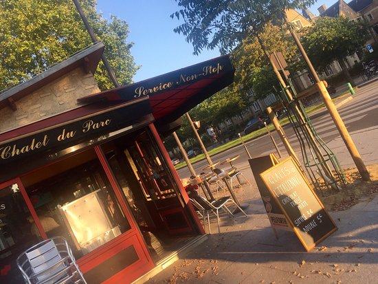 Restaurant le chalet du parc dans paris avec cuisine for Restaurant avec parc