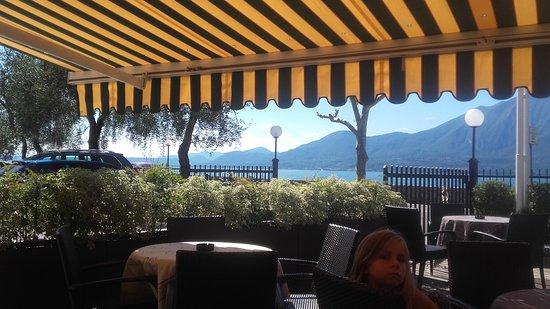 Albergo del Garda: terrasse devant l'hotel