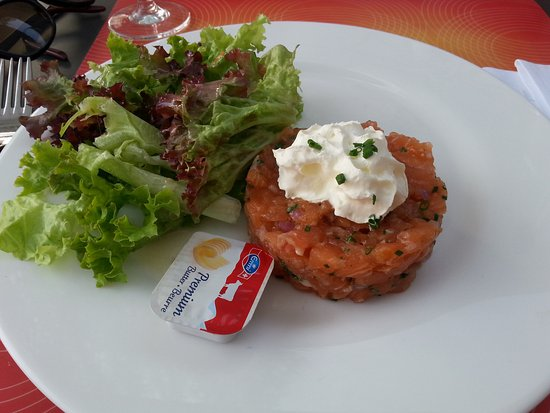 Hauterive, Suisse : Tartare de saumon