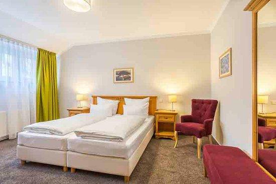 Halbersbacher. Hotel Annaberg: Doppelzimmer