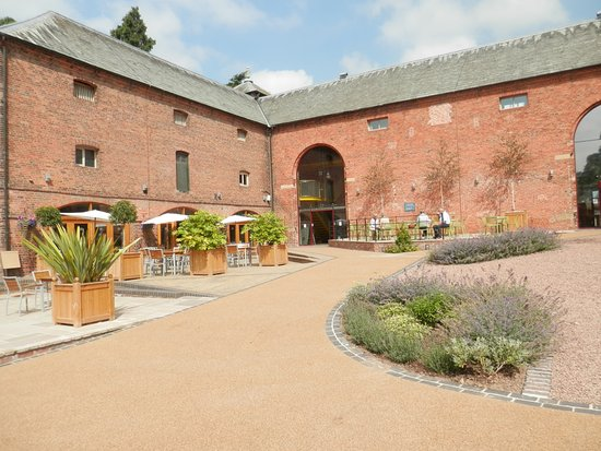Weston Under Lizard, UK: Granary Courtyard