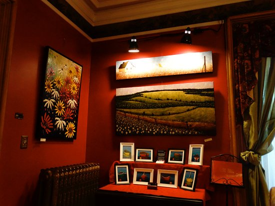 Windsor, Canada: Dining room with artwork on display and for sale