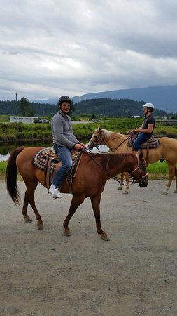 Pitt Meadows, Canadá: Starting the trail with the horses