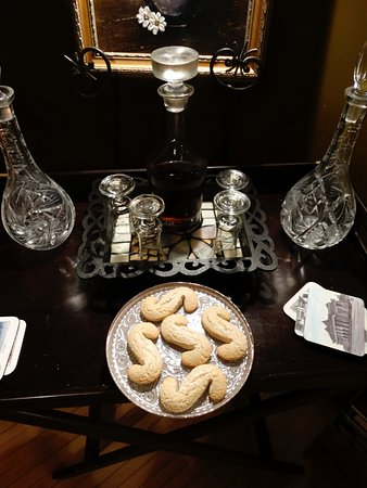 Windsor, Canada: Sherry and biscuits put out in the sitting room in the evening