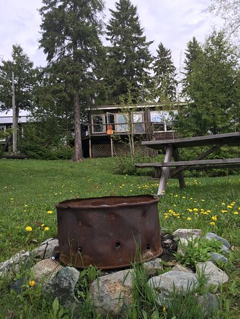 Shining Tree, Kanada: Our cabin from the waters edge