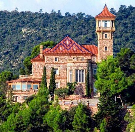 """Viladecavalls, Spanyol: (Foto de google) castillo ristol sant lluis """"la otra foto es Incorrecta"""""""