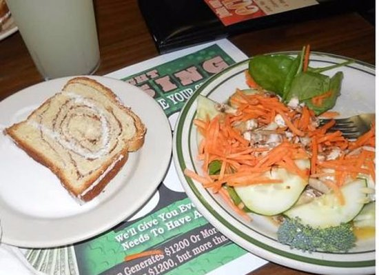 Hoss's Steak & Sea House: the cinnamon bread and a salad and lemonade