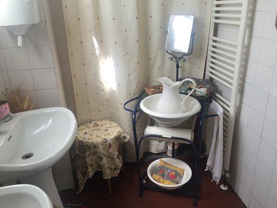Bossolasco, Itália: Il bagno come una volta