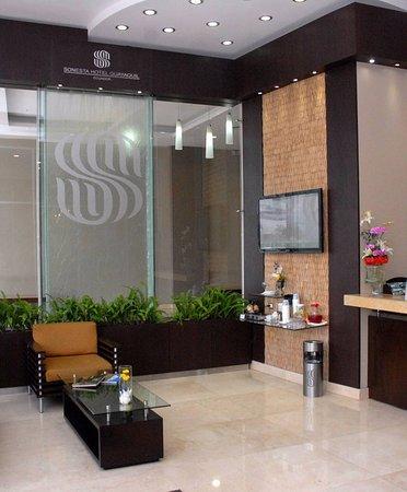 Sonesta Hotel Guayaquil: Recibidor Ingreso al Hotel donde te reciben con un sonoro BIENVENIDO AL MEJOR HOTEL DE LA CIUDAD