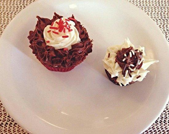 Sao Leopoldo, RS: Cupcake de chocolate e cupcake e banana com Nutella. Uma delícia <3 <3 <3