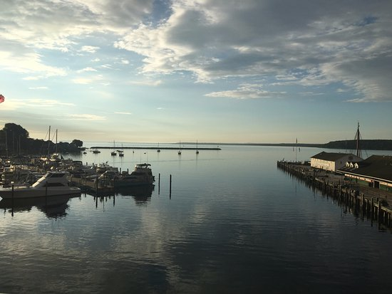Chippewa Hotel Waterfront: Sunrise from balcony of waterfront room