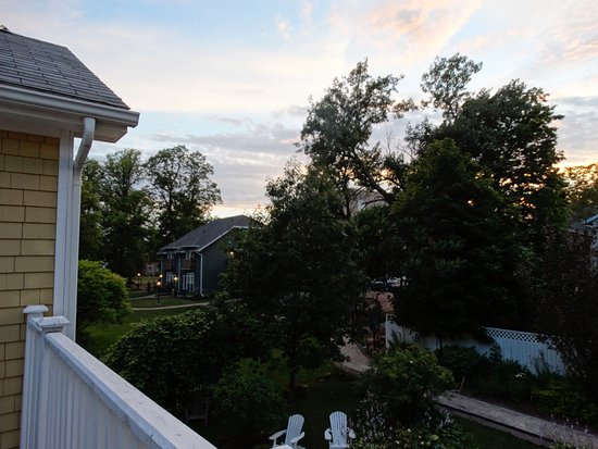 Cranford Inn: View from shared balcony - Amethyst room